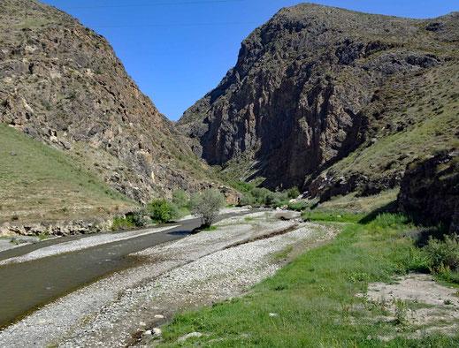 Eine Nebenarm des grossen Naryn Flusses