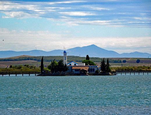 Eine griechische Insel alleine für die Kirche