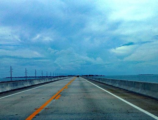 Motorradreisen Brücke und Meer