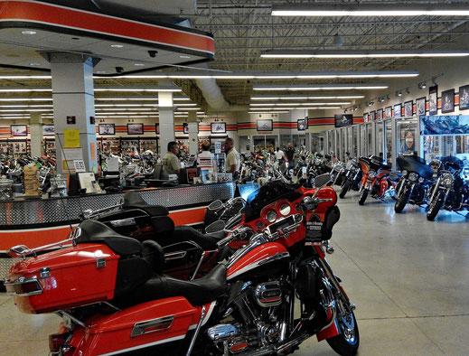 Motorradreisen Motorräder, Laden und Leute
