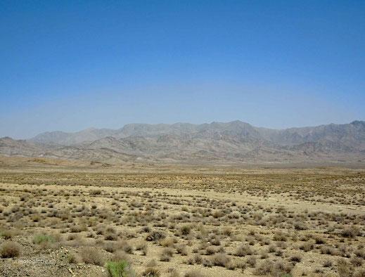 Anfangs geht es weiter durch Wüstengebiete