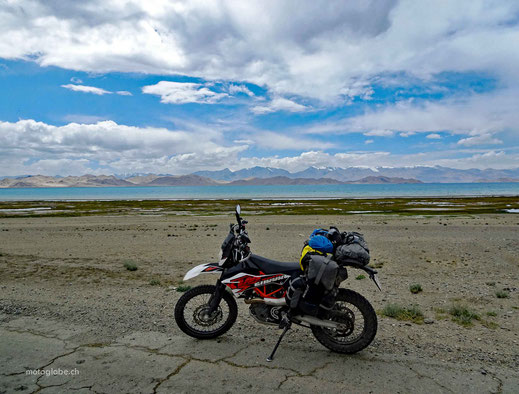 Entlang des Karakul Sees auf 4'000 Meter
