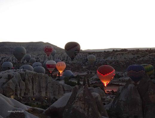 Bei guten Wetter steigen täglich hunderte von Heissluftballone auf