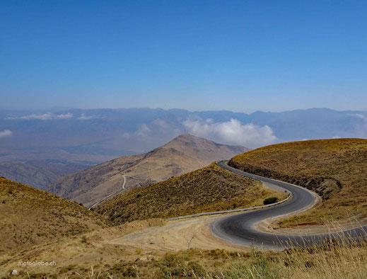 Weiter hinten liegt das Alborz Gebirge