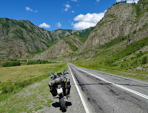 430 km gut usgebaute Strasse. Perfekt zum Motorradfahren