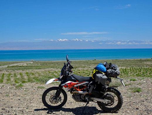 Hinter den Schneebergen liegt Almaty - Kasachstan
