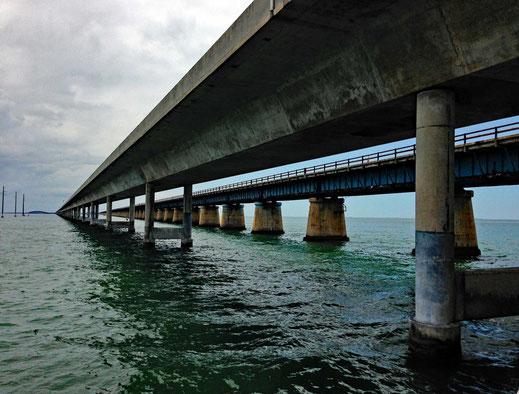 Motorradreisen, Meer und Brücken