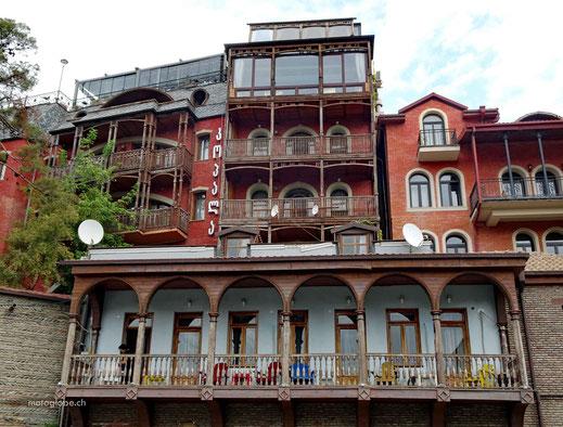 Viele der Altstädthäuser haben solche schönen Balkone...