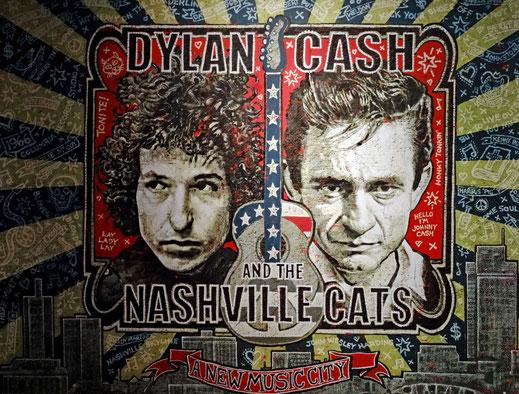 Motoglobe_Motorradreisen. Auf eine Wandbild sind die Köpfe von Bob Dylon und Johnny Cash zu sehen.