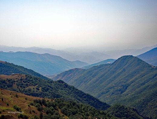 Blick über die armenischen und iranischen Berge