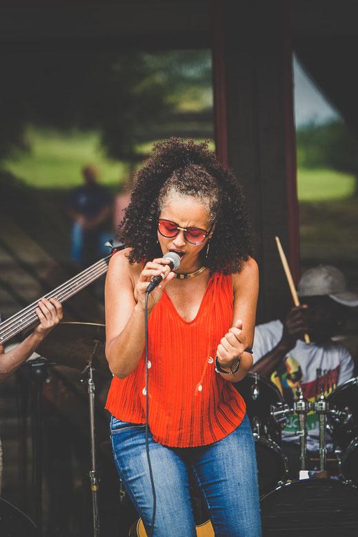 Akeva Malayika, Band, Singer, Songwriter, African Soul Beat, Music, Booking, Konzert, Concert, Auftritt, Festival, Business, Marketing, Higlight for your event, soul, energy, female musician, Sompon Social Service, Corinna Schmid Photography