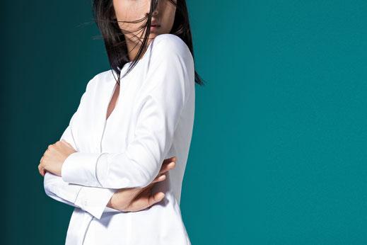 Kaum ein Kleidungsstück ist so wandlungsfähig wie eine weiße Bluse.  Foto: djd/ETERNA