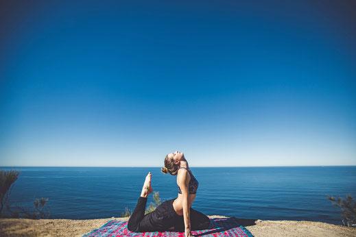 Die Kobra ist eine Körperübung, mit der sich Stress abbauen lässt.  Foto: djd/Inside Travel