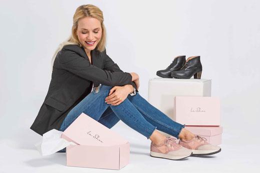 Auch mit einem Hallux valgus kann man modisches Schuhwerk tragen.  Foto: djd/www.lashoe.de