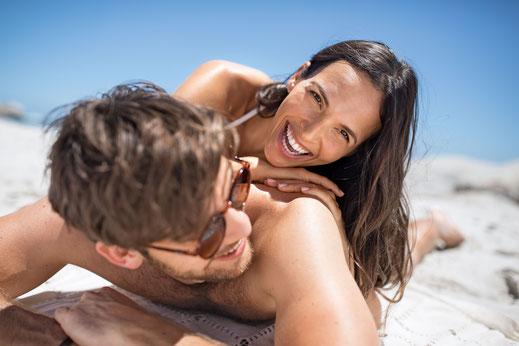 Der Sonnenschutz sollte immer dem Hauttyp angepasst und nach dem Baden erneut aufgetragen werden.  Foto: djd/LR Health und Beauty