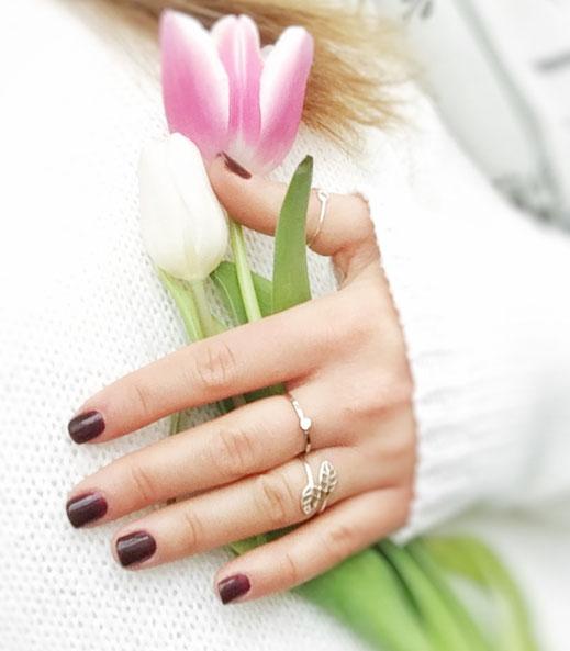 Nagelpflege und Maniküre mit Shellac - schöne Nägel in glamour look