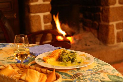 Soirée au coin du feu avec Champagne sur réservation aux Jardins de la Pérouse du Mitan