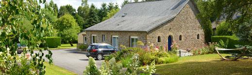 Réserver votre séjour de vacances en chambre d'hôtes aux Jardins de la Pérouse du Mitan,  près de Fougères, non loin du Mont Saint Michel.