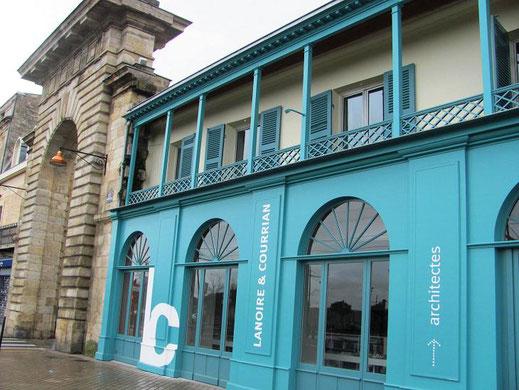 Maison de style colonial sur le quai de la Monnaie