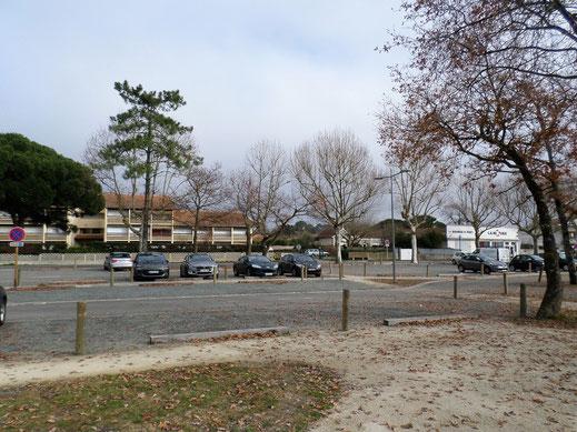 Parking en face du port ostréicole d'Andernos-les-bains