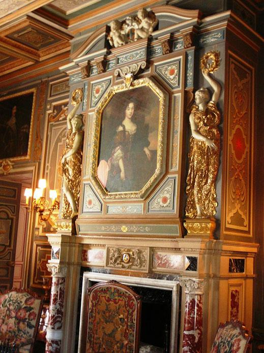 Cheminée de grand-salon avec le portrait de la comtesse de Cheverny