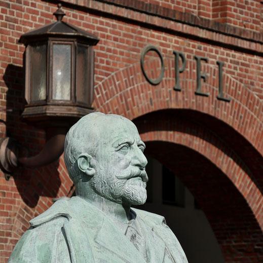 Werks- und Firmengründer Adam Opel