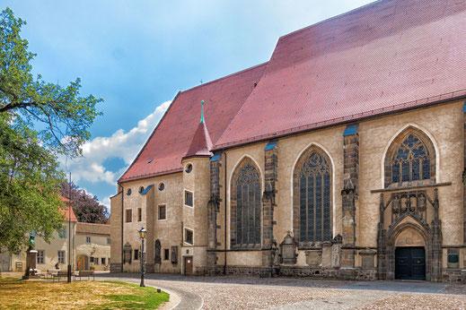 Stadtkirche in der Lutherstadt Wittenberg mit Innenhof
