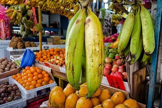 Früchtestand mit Bananen