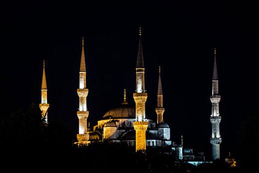 Die blaue Moschee bei Nacht © Jutta M. Jenning mjpics