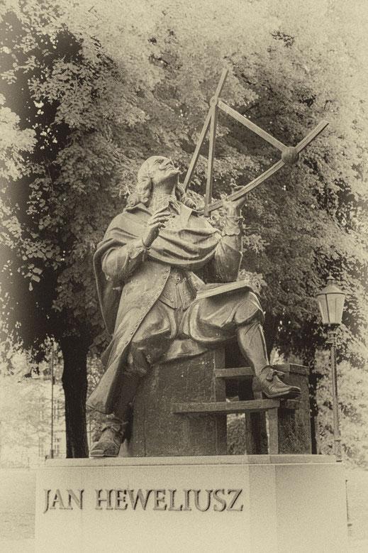 Jan Heweliusz Statue in Danzig Vintage Look hochkant