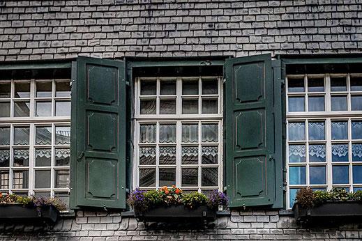 Fenster in Monschau © Jutta M. Jenning ♦ mjpics.de