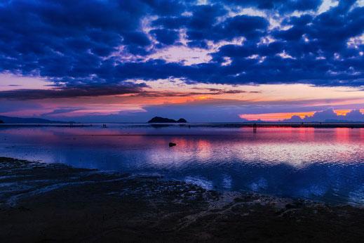 Traumhafter Sonnenuntergang bei Ebbe am Hin Kong Beach auf Koh Phanghan