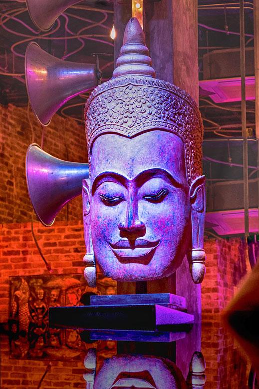 Künstlerischer Buddhakopf-hochkant © Jutta M. Jenning