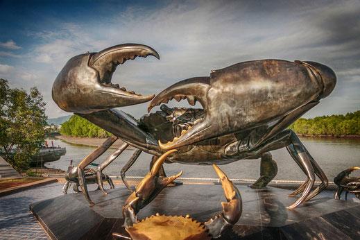 Kämpfende Krabben-Skulptur-Wahrzeichen von Krabi © Jutta M. Jenning