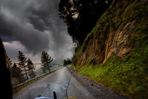 Motorradtour bei Regen in Tirol