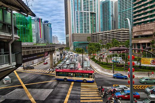Verkehr im Geschäftsviertel in Kuala Lumpur © Jutta M. Jenning