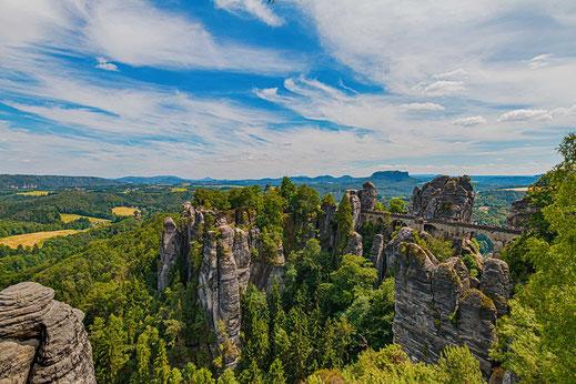 Elbsandsteingebirge-Sächsische Schweiz mit Blick auf die Bastei © Jutta M. Jenning/mjpics.de