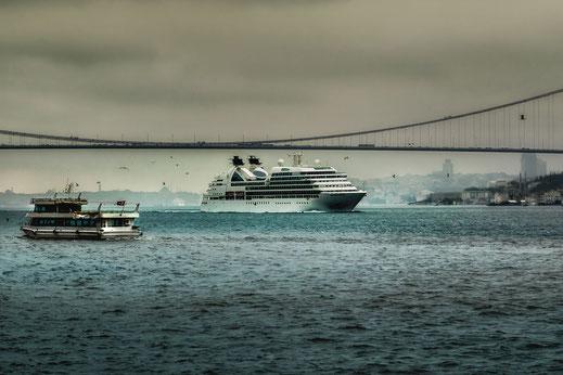 Kreuzfahrtschiff auf dem Bosporus © Jutta M. Jenning mjpics