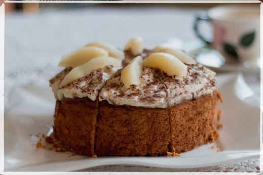 Kleiner Birnen-Schmand-Kuchen gerahmt