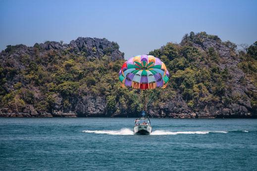 parasailing-tanjung-rhu-langkawi-malaysia