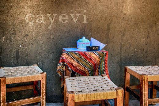 Kleine Teestube in Istanbuls Strassen