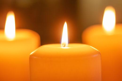 Drei brennende Kerzen © Jutta M. Jenning ♦ www.mjpics.de
