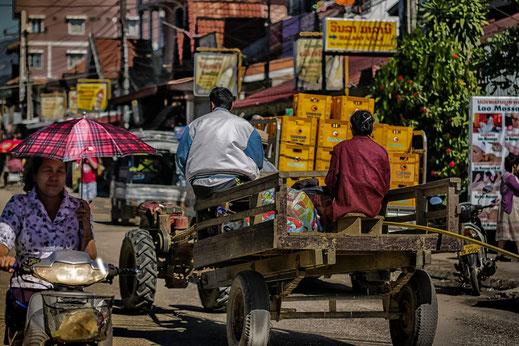 Straßenverkehr in Vang Vieng-Laos