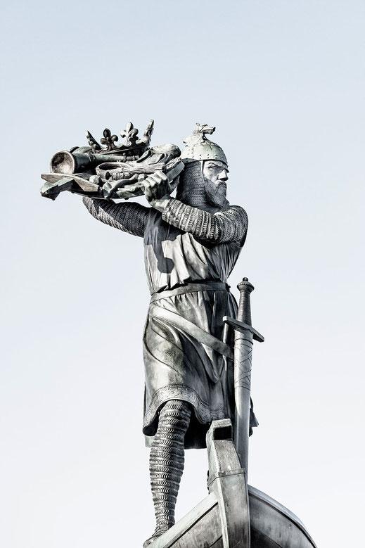 Hagen - Denkmal in Worms am Rhein monochrome hochkant