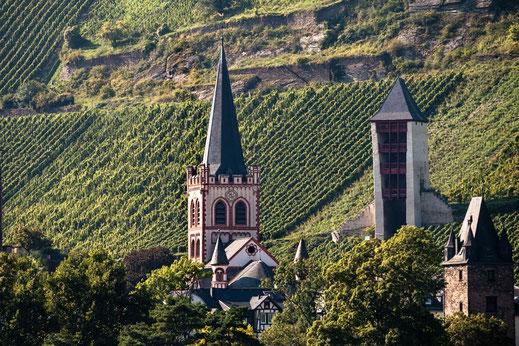 Peterskirche-und-Postenturm-in-Bacharach-am-Rhein