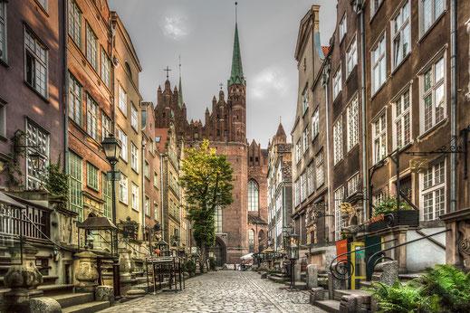 Frauengasse mit Marienkirche in Danzig