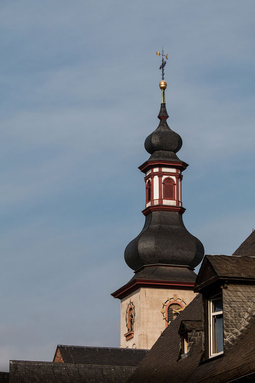 Kirchturm der Sankt Jakobuskirche in Rüdesheim am Rhein