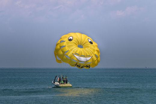 parasailing-langkawi-malaysia