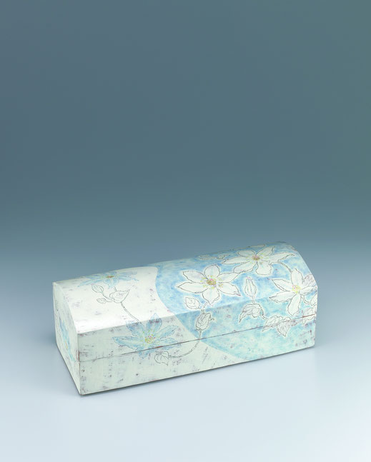 かざ車チョーク描文筥 Box with windmill flower desin in chalk drawing 17.0 × 42.0 × 15.5 (c) Yukie Arai