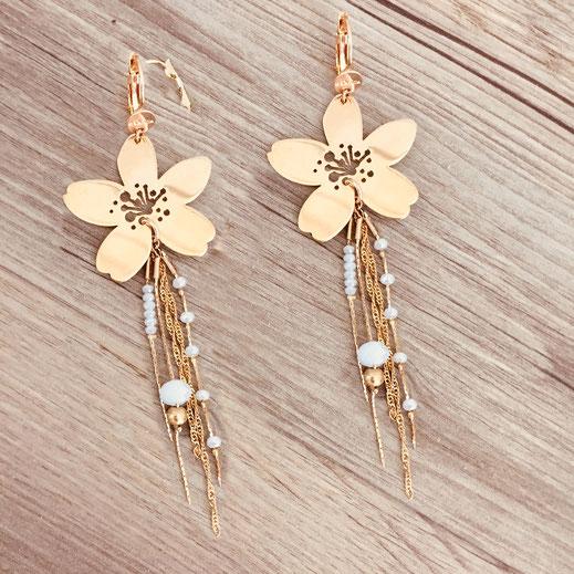 gwapita boucles d'oreilles bijoux création doré  fleur laly blanc pendante or